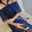 ชุดเดรสเกาหลี พร้อมส่งเดรสเปิดไหล่ผ้าลูกไม้สีน้ำเงินเข้มตกแต่งริบบิ้นสีดำ thumbnail 3
