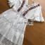 ชุดเดรสเกาหลีพร้อมส่ง เดรสยาวผ้าลูกไม้สลับคอตตอนสีขาวปักลายดอกไม้สไตล์โบฮีเมียน thumbnail 8