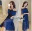 ชุดเดรสเกาหลี พร้อมส่งเดรสเปิดไหล่ผ้าลูกไม้สีน้ำเงินเข้มตกแต่งริบบิ้นสีดำ thumbnail 9