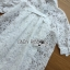 เสื้อผ้าเกาหลี พร้อมส่งเชิ้ตเดรสผ้าลูกไม้สีขาวประดับโบที่แขนเสื้อสไตล์มินิมัลสุดหวาน thumbnail 17