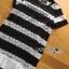 ชุดเดรสเกาหลี พร้อมส่งเดรสผ้าลูกไม้สีขาว-ดำลายขวางตกแต่งชายพลีต thumbnail 11