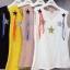 เสื้อผ้าเกาหลีพร้อมส่ง เสื้อยืดคอวีแขนกุด แต่งเพชรสีๆรูปดาว +เข็มกลัด thumbnail 1