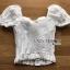 เสื้อผ้าเกาหลี พร้อมส่ง เสื้อฉลุดอกไม้สีขาว ทรงแขนตุ๊กตา thumbnail 11