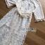 ชุดเดรสเกาหลี พร้อมส่งเดรสยาวผ้าลูกไม้ปักดอกกุหลาบสีขาวสไตล์เจ้าหญิงโบฮีเมียน thumbnail 5