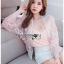 เสื้อผ้าเกาหลีพร้อมส่ง บอมเบอร์แจ็คเก็ตผ้าลูกไม้ลายดอกไม้ thumbnail 4