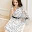 ชุดเดรสเกาหลี พร้อมส่งเดรสผ้าชีฟองสีขาวปักลายดอกไม้สีดำ thumbnail 4