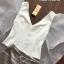 เสื้อผ้าแฟชั่นพร้อมส่ง เซ็ตเสื้อสีขาวคอวีใส่คู่กับกางเกงขาสั้นสีเทา thumbnail 6