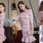 ชุดเดรสเกาหลี พร้อมส่งเดรสผ้าลูกไม้สีขาวทับผ้าเครปสีแดงสุดหรู thumbnail 9