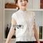 เสื้อผ้าเกาหลี พร้อมส่ง เสื้อลูกไม้สีขาวทรงคอสูง thumbnail 1