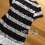 ชุดเดรสเกาหลี พร้อมส่งเดรสผ้าลูกไม้สีขาว-ดำลายขวางตกแต่งชายพลีต thumbnail 13