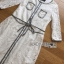 ชุดเดรสเกาหลี พร้อมส่งเดรสผ้าลูกไม้สีขาวตกแต่งเชือกผูกเอว thumbnail 12