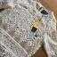 เสื้อผ้าเกาหลี พร้อมส่งเสื้อผ้าลูกไม้สีขาวซีทรูประดับชายพู่สไตล์เฟมินีน thumbnail 9