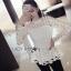 เสื้อผ้าเกาหลี พร้อมส่งเสื้อผ้าลูกไม้สีขาวทรงคอสูงแขนยาวตกแต่งระบาย thumbnail 2