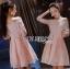 ชุดเดรสเกาหลี พร้อมส่งเดรสทรงเปิดไหล่ผ้าลูกไม้สีขาวทับผ้าสีชมพูโอลโรส thumbnail 2