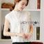 เสื้อผ้าเกาหลี พร้อมส่ง เสื้อลูกไม้สีขาวทรงคอสูง thumbnail 6
