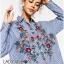 เสื้อผ้าเกาหลี พร้อมส่งเชิ้ตลายทางสีฟ้าปักลายดอกไม้ thumbnail 7