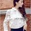 เสื้อผ้าเกาหลี พร้อมส่งเชิ้ตขาวตกแต่งผ้าตาข่ายและผ้าปักลายดอกไม้ thumbnail 3