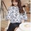 เสื้อผ้าเกาหลีพร้อมส่ง เสื้อผ้าคอตตอนสีขาวฉลุละปักลายดอกไม้สีดำ thumbnail 1