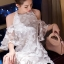 ชุดเดรสเกาหลีพร้อมส่ง เดรสสีขาวปักผีเสื้อ 3D เป็นแบบเว้าช่วงไหล่ thumbnail 11