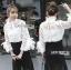 เสื้อผ้าเกาหลี พร้อมส่งเสื้อลูกไม้สไตล์โมเดิร์นวินเทจ คอประดับโบ thumbnail 4