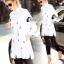 เสื้อผ้าเกาหลี พร้อมส่งเชิ๊ตยาวสีขาว งานปักโทนดำ/แดง รูปเล็กๆอย่างปราณีต thumbnail 9