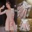 ชุดเดรสเกาหลี พร้อมส่งเดรสทรงเปิดไหล่ผ้าลูกไม้สีขาวทับผ้าสีชมพูโอลโรส thumbnail 9