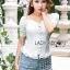 เสื้อผ้าเกาหลี พร้อมส่ง เสื้อฉลุดอกไม้สีขาว ทรงแขนตุ๊กตา thumbnail 2