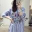 เสื้อผ้าเกาหลี พร้อมส่งเชิ้ตลายทางสีฟ้าปักลายดอกไม้ thumbnail 9