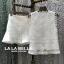 เสื้อผ้าแฟชั่นเกาหลีพร้อมส่ง เซตเสื้อลูกไม้ปักแขนกุดคอกลมมาพร้อมกับกางเกงลูกไม้ thumbnail 4