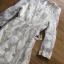 ชุดเดรสเกาหลี พร้อมส่งเดรสผ้าทูลล์ปักลายดอกไม้สีทองสง่าพร้อมสร้อยคอมุก thumbnail 12