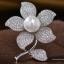 พร้อมส่ง Diamond Brooch เข็มกลัดเพชรประดับมุกทรงดอกไม้ thumbnail 2
