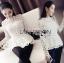 เสื้อผ้าเกาหลี พร้อมส่งเสื้อผ้าลูกไม้สีขาวทรงคอสูงแขนยาวตกแต่งระบาย thumbnail 6