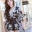 เสื้อผ้าเกาหลี พร้อมส่ง จัมป์สูทขาสั้นผ้าป็อบลินปักลายดอกไม้ thumbnail 10