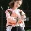 เสื้อผ้าเกาหลี พร้อมส่งบอมเบอร์แจ๊กเก็ตสีชมพูปักลายกุหลาบแดงสไตล์สปอร์ต thumbnail 4