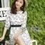ชุดเดรสเกาหลี พร้อมส่งเดรสผ้าชีฟองสีขาวปักลายดอกไม้สีดำ thumbnail 10