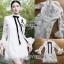 เสื้อผ้าเกาหลี พร้อมส่ง เชิ้ตเดรสผ้าลูกไม้ตกแต่งริบบิ้นสีดำแขนระบาย thumbnail 12