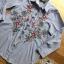 เสื้อผ้าเกาหลี พร้อมส่งเชิ้ตลายทางสีฟ้าปักลายดอกไม้ thumbnail 11
