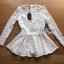 เสื้อผ้าเกาหลี พร้อมส่งเสื้อผ้าลูกไม้สีขาวทรงคอสูงแขนยาวตกแต่งระบาย thumbnail 17
