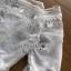 ชุดเดรสเกาหลี พร้อมส่งมินิเดรสทรงเปิดไหล่สีขาวตกแต่งผ้าลูกไม้และปักเลื่อม thumbnail 10