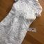 ชุดเดรสเกาหลี พร้อมส่งเดรสผ้าลูกไม้สีขาวตกแต่งหมุดและคริสตัล thumbnail 9