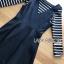 เสื้อผ้าเกาหลี พร้อมส่งเซ็ตเอี๊ยมเดรสสั้นสีดำทับเสื้อไหมพรมเนื้อบางยืดได้ลายขวาง thumbnail 8