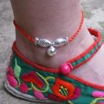 สร้อยข้อเท้า เชือกสตริงสีแดงปลาเงิน ปลาจูบห้อยไข่เงิน