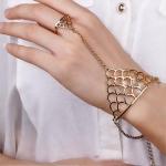 สร้อยข้อมือ Ring-shaped crown triangle Gold
