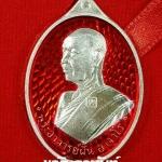 เหรียญพระอาจารย์ฝั้น อาจาโร รุ่นแรก ย้อนยุค วัดถ้ำเจ้าผู้ข้า จ.สกลนคร เนื้อเงินลงยาสีแดง