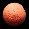 ลูกอมเปิดโลก (สีแดง) แจกในพิธี หลวงปู่ทวด พ่อท่านเขียว วัดห้วยเงาะ โดยวิชาการปลุกเสกสืบต่อมาจากพระอาจารย์ทิม วัดช้างให้และพระอาจารย์นอง วัดทรายขาว