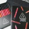 3CE DRAWING LIP PEN KIT เซ็ตลิปดินสอสี เมคอัพสุดฮอตที่ใครๆ ก็พูดถึง ลิปสติกในรูปแบบดินสอไม้สุดเก๋ เนื้อนุ่มลื่นทาง่าย พิกเมนต์แน่น ให้สีสวยเด่นชัด ติดทนนานตลอดวันไม่ลบเลือน