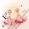 ต่างหูทองเพชรห้อยดอกไม้สีชมพู