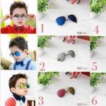 แว่นกันแดดเด็ก แว่นตากันแดดแฟชั่น แว่นตากันแดด UV400 พร้อมกล่องหนังลายการ์ตูนน่ารัก พกพาสดวกน่ารักค่ะ