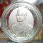 เหรียญในหลวง ร.๙ หลังโฮโลแกรม 3 มิติ รุ่นแรก (ฮูกานินทร์) ครบ 72 พรรษา 6 รอบ ปี 2542 เนื้อนิกเกิลเคลือบเงินพ่นทราย