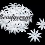 ดอกพิกุลพลาสติก 35มม. สีขาว (10 กรัม)